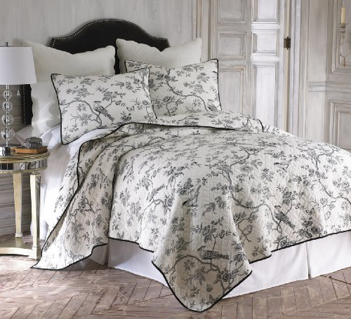 (Black Toile on Creamy White 3 Piece King Size Quilt Set)