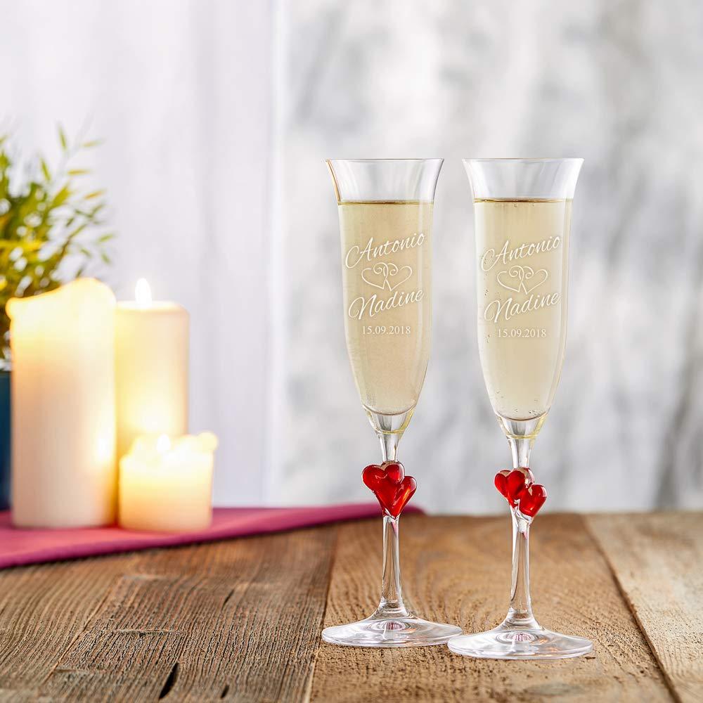 Idee Regalo Matrimonio Personalizzati con Nomi e Data Anniversario Flute Spumante per Coppie AMAVEL Set 2 Calici con Cuori Rossi e Incisione Bicchieri Sposi San Valentino Degustazione