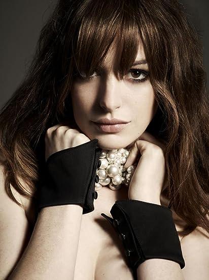 Amazon Com Gabriela 14inch X 19inch Anne Hathaway Valentine S Day