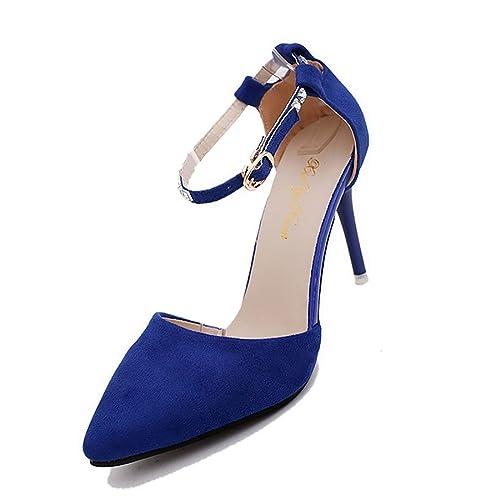 Abito rosso scarpe blu