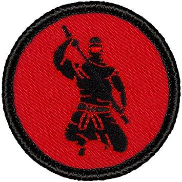 Amazon.com: Retro rojo y negro Ninja silueta parche de la ...