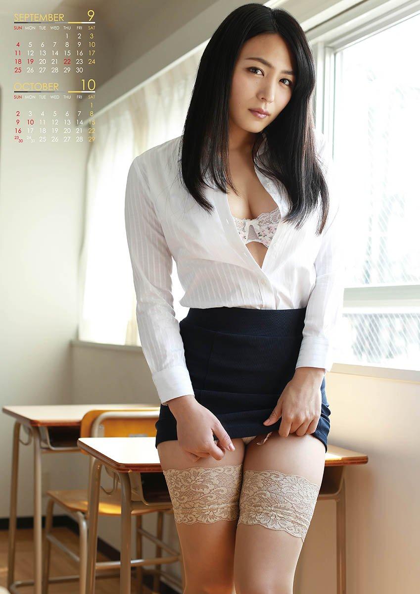 ミニスカート姿の川村ゆきえさん