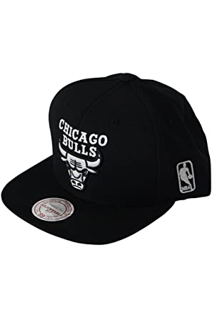 Image Unavailable. Image not available for. Color  Mitchell and Ness Chicago  Bulls Snapback Black - White cd55f385585