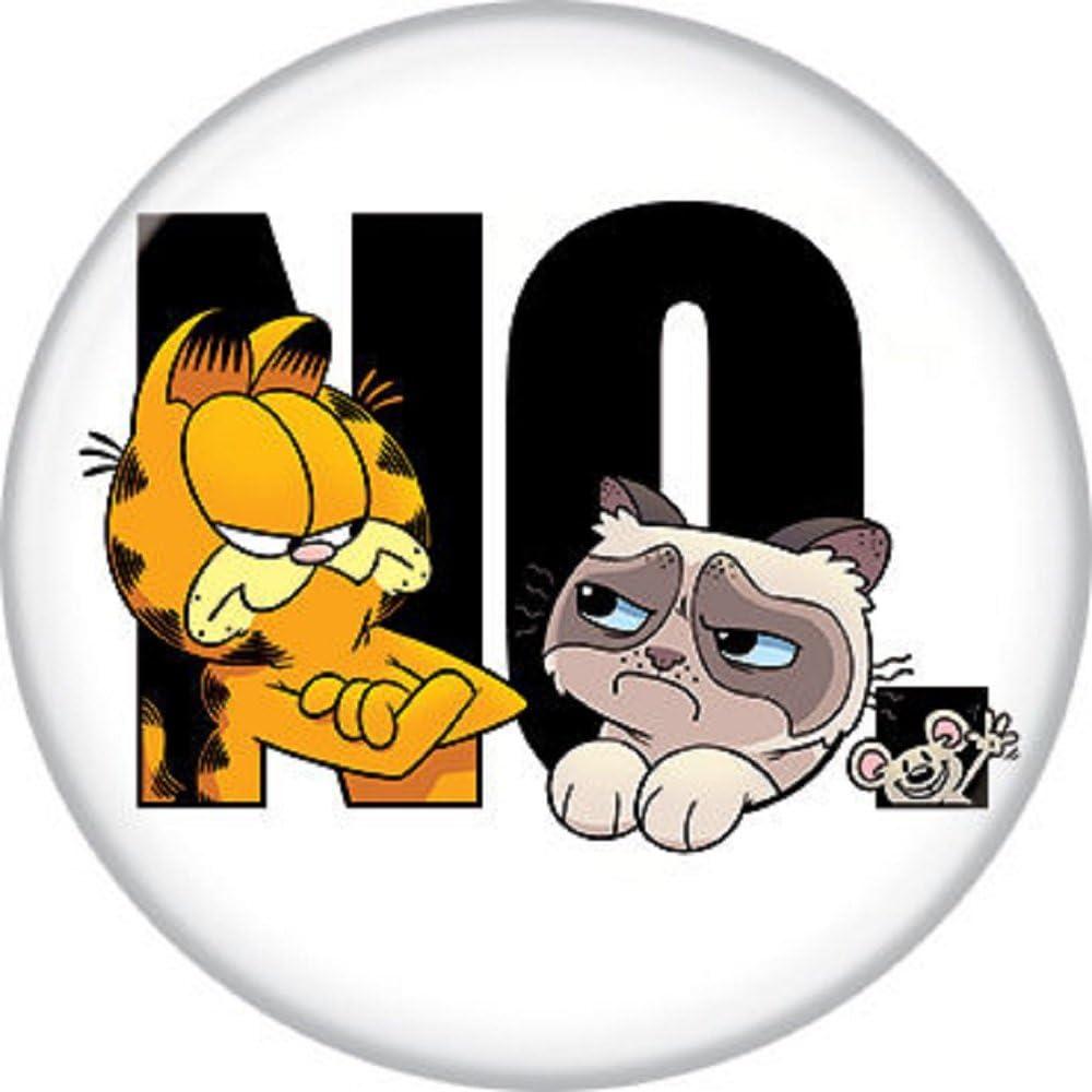 Amazon Com Grumpy Cat And Garfield Grumpy Garfield No Pinback Button 1 25 Clothing