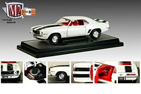 1969 Chevrolet Camaro Z/28 Dover White With Black Stripes 1/24 by M2