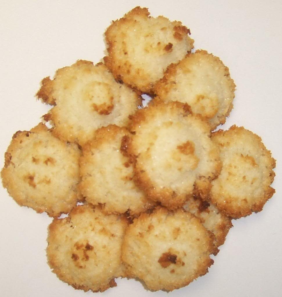 Scott's Cakes Cookie Combos - Coconut Macaroon and Strawberry Butter in a Large Plaid Tin