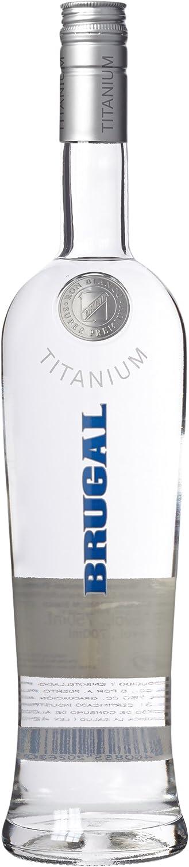 brugal Ron Titanium Blanco Super Premium Rum (1 x 0,7 l ...