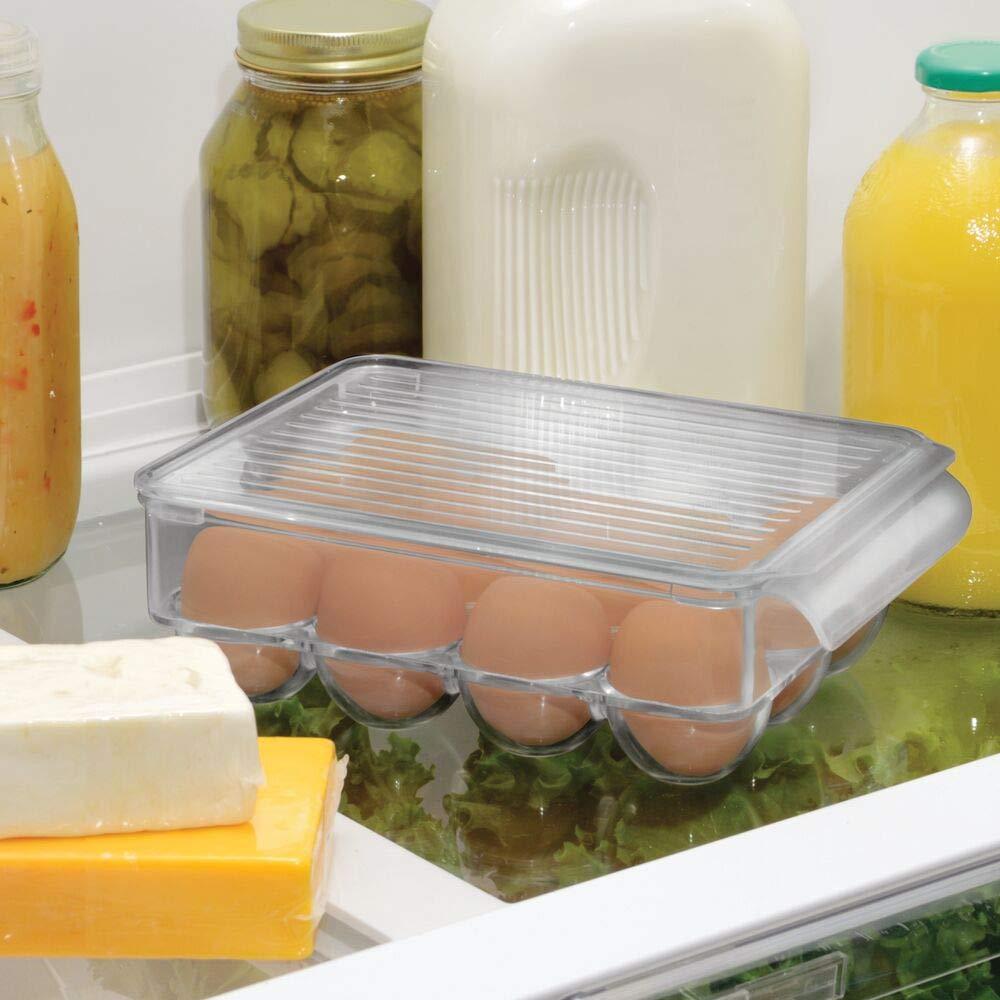 mDesign Portauova per 12 Uova Organizer frigo in plastica Robusta Grande Contenitore Uova impilabile con Coperchio e Manici Grigio Fumo