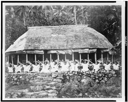 [Photo: Female Samoan dancers,South Pacific,women,dwellings,costumes,dress,Islands,c1922] (South Pacific Costumes)