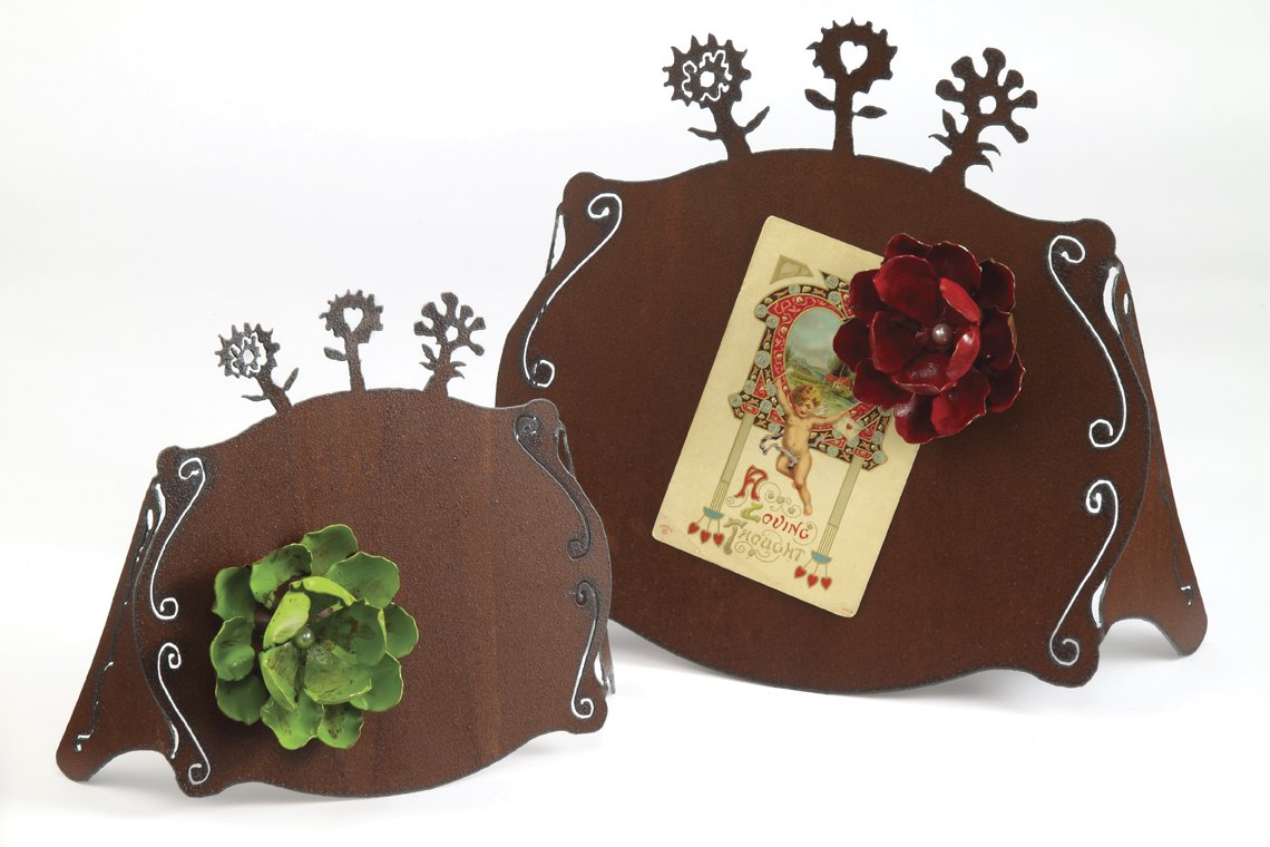 5X7 Rust Frame With A Large Flower Magnet