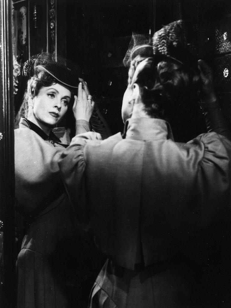 Amazon: Earrings Of Madame De: Charles Boyer, Danielle Darrieux,  Paul Azäis, Madeleine Barbulee, Jean Debucourt, Jean Galland, Serge  Lecointe,