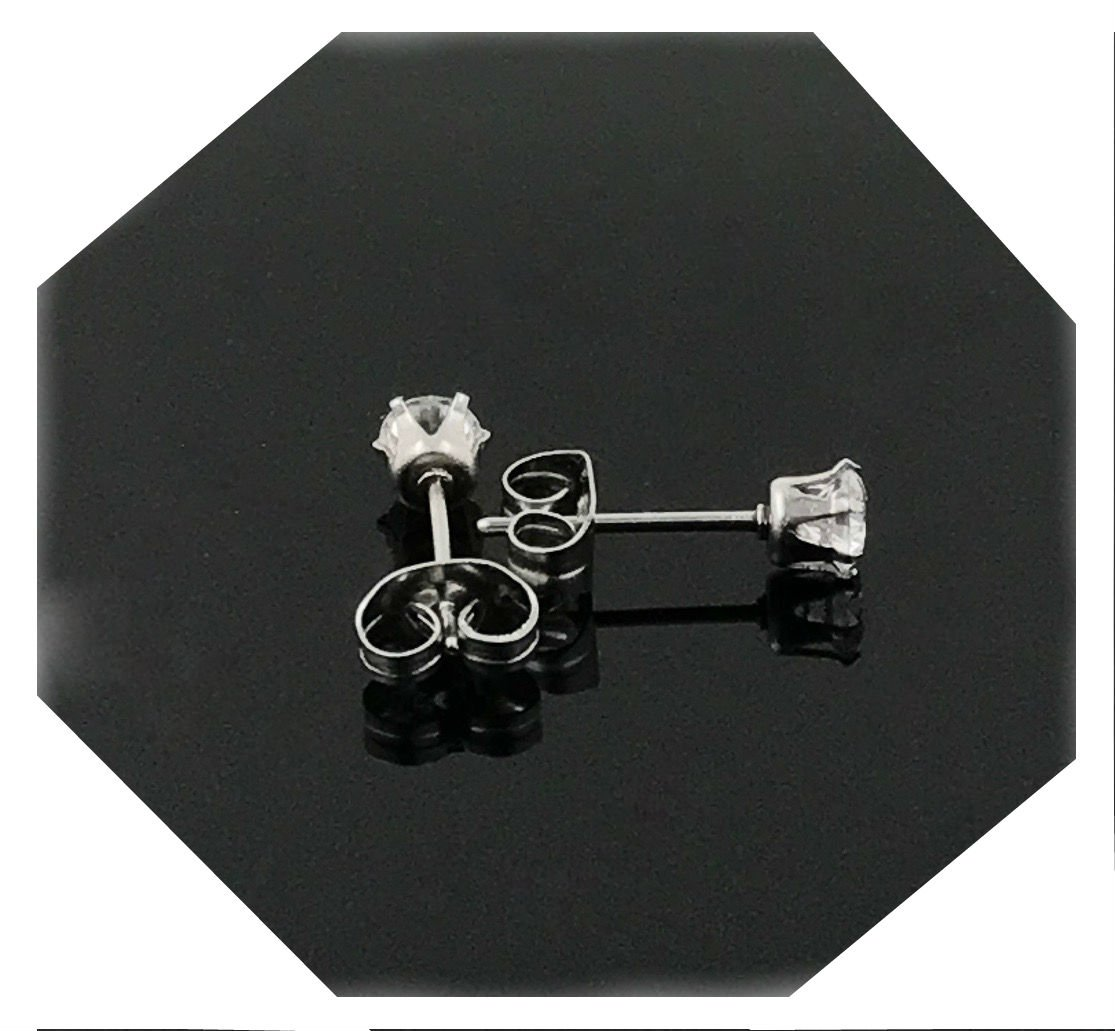18k White gold filled earring with lab simulated diamonds suitable for men/women. (3.0)