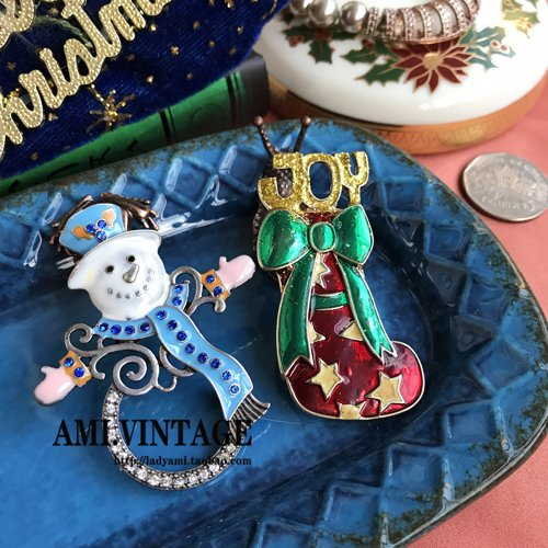 (Rare niche tip goods in Europe and America retro brooch pin Christmas Snowman Christmas stockings bright flash glazed bow brooch )