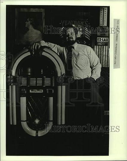 Amazon com: Vintage Photos 1985 Press Photo Dan Fleck Next to his