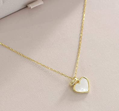 collier or femme avec plaque