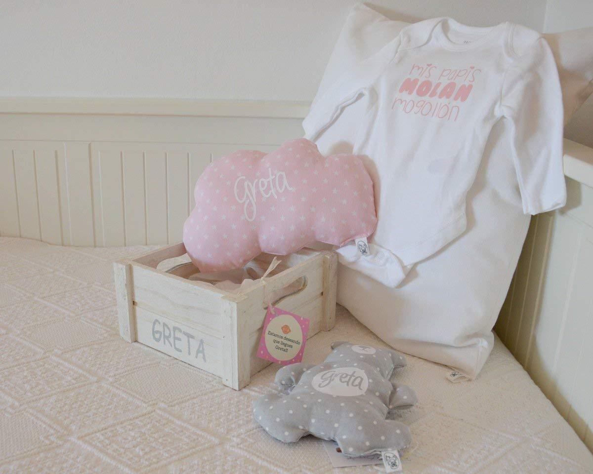 Canastilla bebé personalizada. Un regalo original para celebrar el nacimiento de un bebé, personalizado y hecho a mano. Incluye