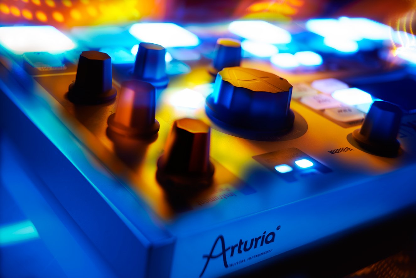 Arturia SparkLE 420101 Hardware Controller and Software Drum Machine by Arturia