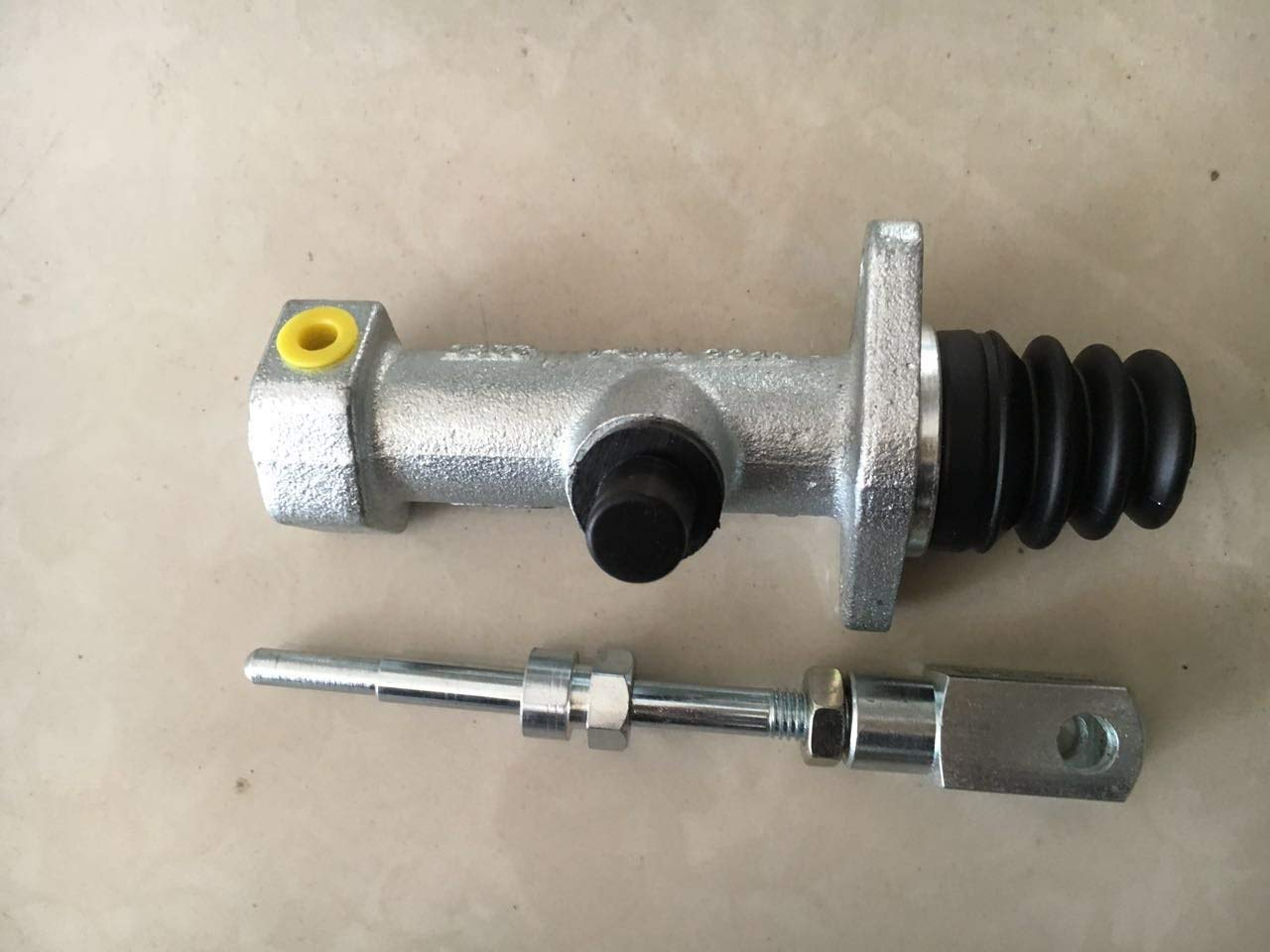 Clutch Pump 061646T1 for massey ferguson