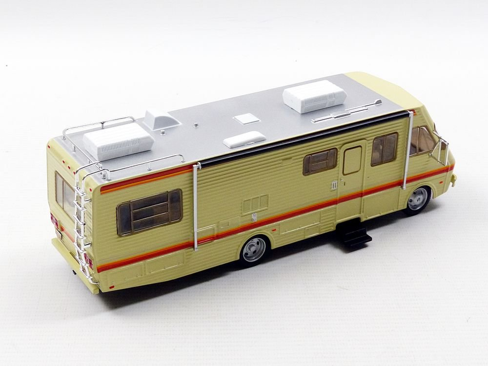 Amazon.com: Breaking Bad 1986 Fleetwood Bounder RV 1:43 Scale Vehicle: Toys  U0026 Games