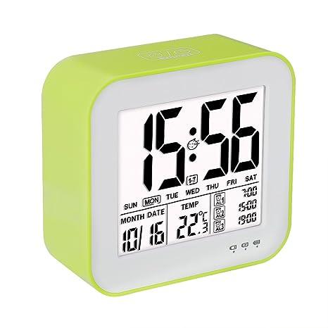 VADIV Reloj Despertador Digital Gran Pantalla LCD 3 Alarmas Retro-Iluminación Inteligente con Fecha Indicador de Temperatura Calendario y Luz de Noche ...
