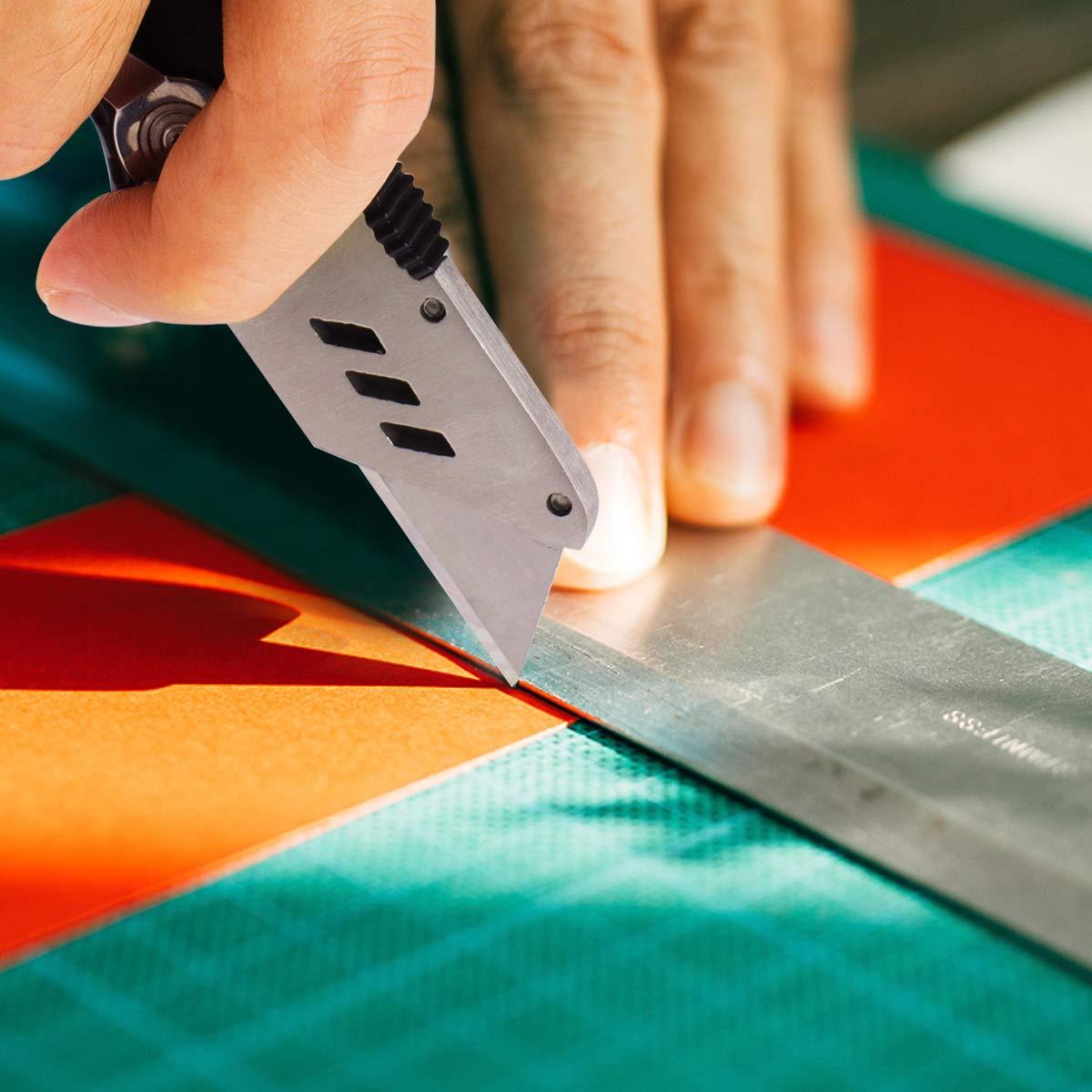 Cutter, Morpilot Couteau de Poche avec 50 Lames Rechange en Acier inoxydable, Couteau Pliant avec Bouton de Déclenchement Rapide et Poignée Ergonomique (Noir)