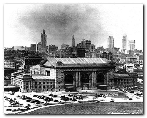 Wall Decor Vintage Kansas Missouri Union Station 1935 Old City Black and White Art Print Poster - Station Union City