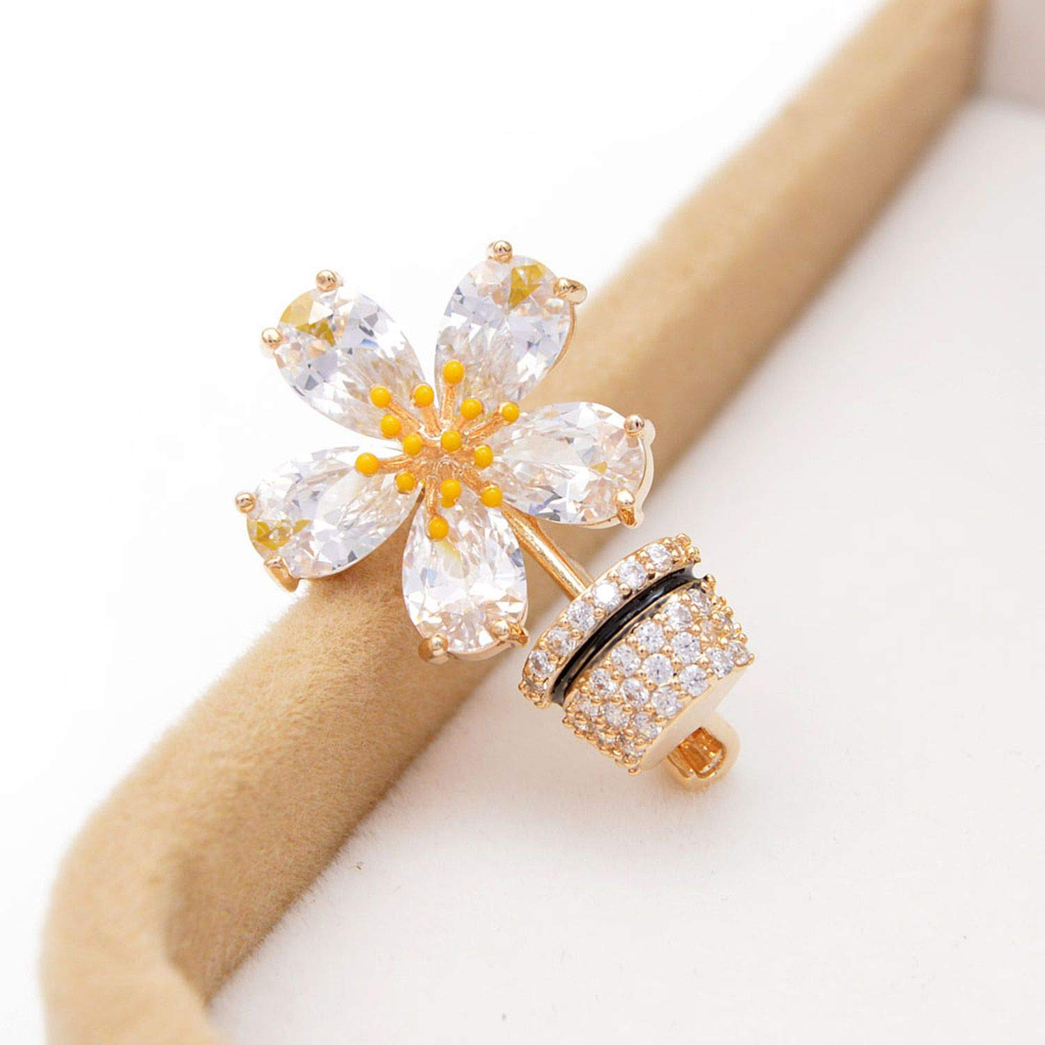 azhuang Cubic Zirconia Flower Collar Pins for Women Copper Jewelry Wedding Accessories Fashion Gift Kids Brooch