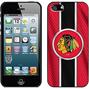 Coveroo Thinshield Snap-On Case for iPhone 5s/5 - Retail Packaging - Black/Chicago Blackhawks Jersey Stripe