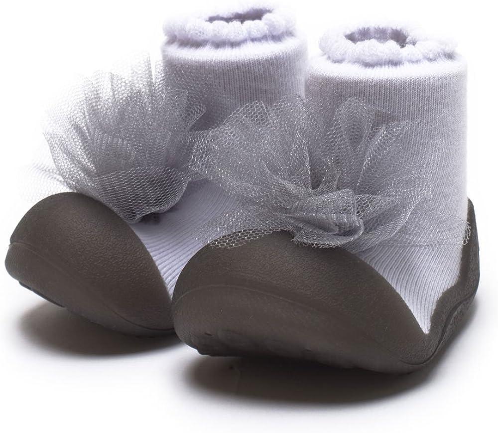 [Attipas] アティパス ベビーシューズュ [ロイヤル] 洗濯機 丸洗いOK 靴下セット かわいいベビーシューズ 滑り止め ラバー 出産祝い プレゼント あんよの練習 保育園靴 ソックスシューズ プレシューズ 室内履き 12.5 パールグレー