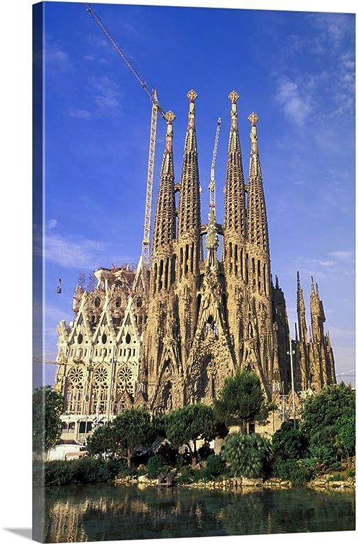 Amazon Com Spain Barcelona Sagrada Familia Cathedral Designed By Antoni Gaudi Canvas Wall Art Print 16 X Posters Prints