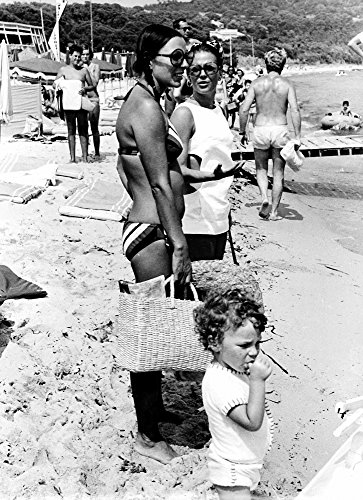 Posterazzi Poster Print Collection Joan Collins Son Sacha and Natalie Wood At Tahit Plage Beach in Saint-Tropez Photo, (24 x 30), Multicolored