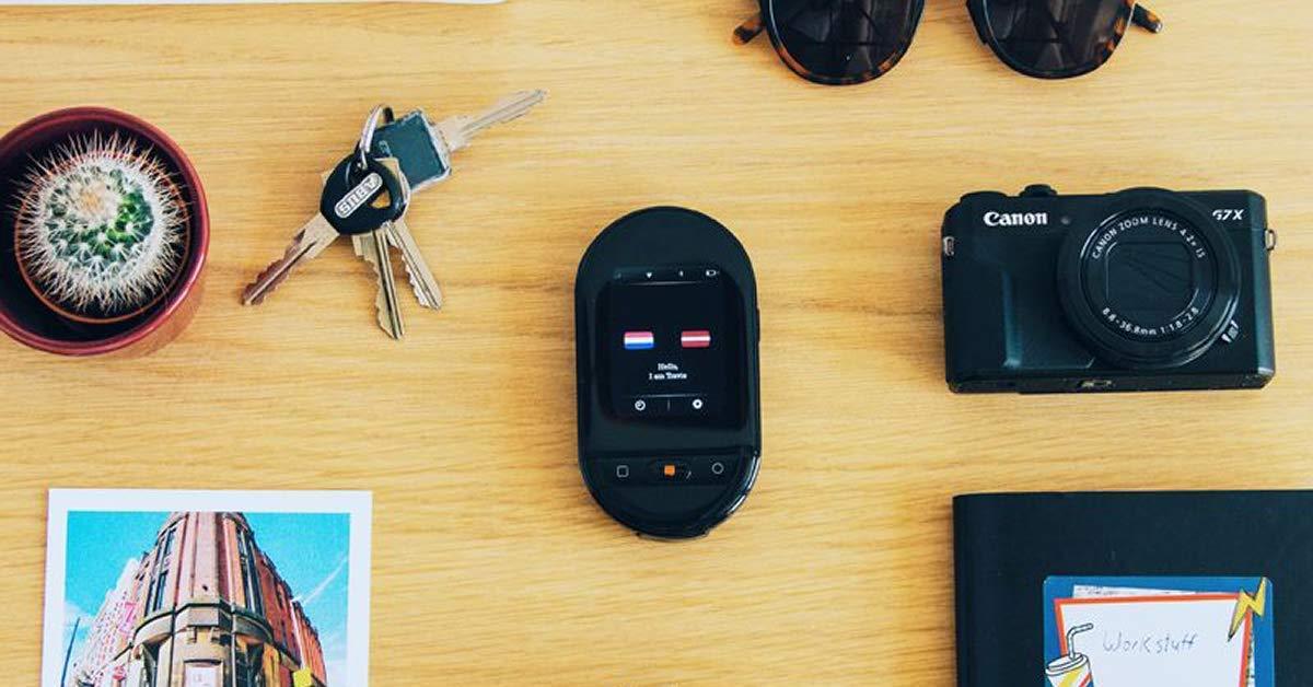 Travis Touch Bianco 4G LTE Hotspot Traduttore Smart con 105 Lingue Ricarica Wireless Schermo Touch