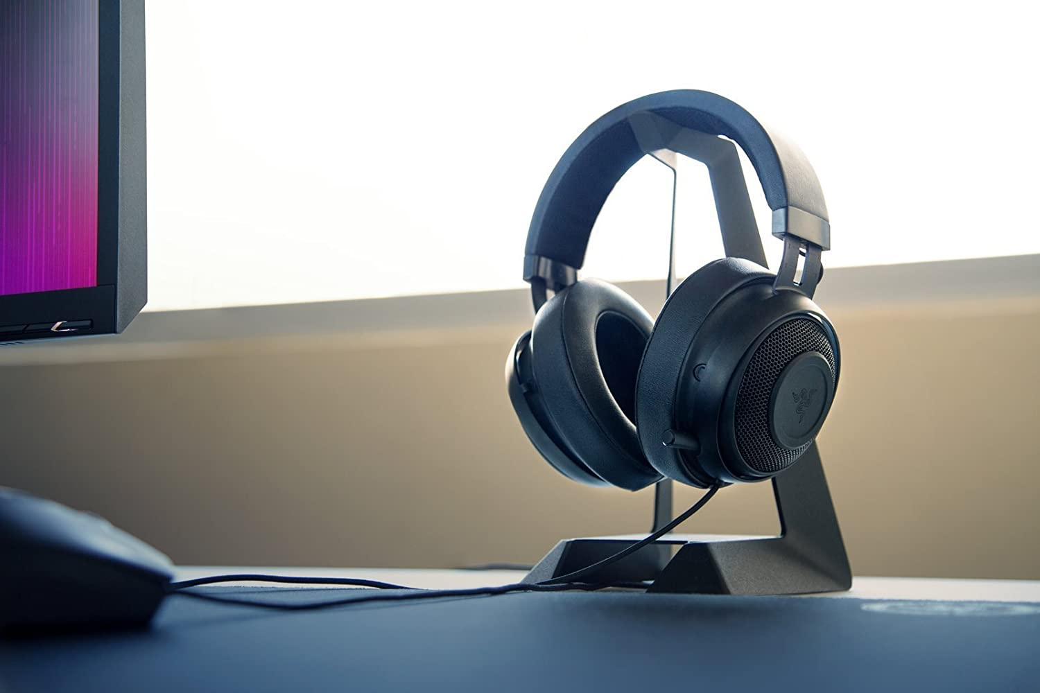 Renewed Oval Ear Cushions 7.1 Surround Sound with Retractable Digital Microphone and Chroma Lighting Razer Kraken 7.1 Chroma V2 USB Gaming Headset