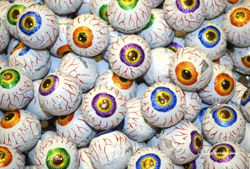 2lbs 72 Pieces Individually Wrapped Creepy Peepers Chocolate Eyeballs Halloween Trick or Treat Eye Ball Candy Fudge Caramel Peanut Butter Filled Candies ()