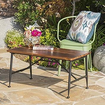 Moderno Patio mesa de café con detalles en industrial diseño elegante, hierro, acabado suave