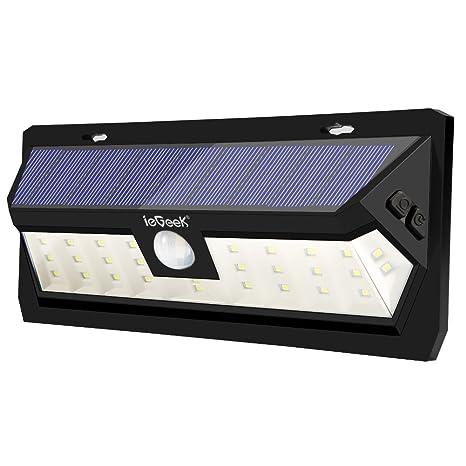 ieGeek Lámpara Solar 30 LED, luz con energía solar exterior impermeable IP65 con sensor de