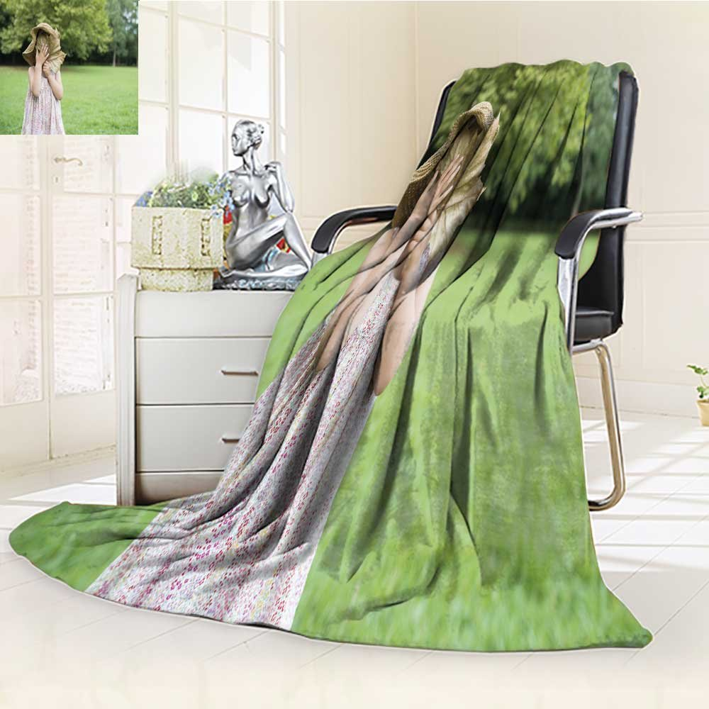 Microfiber Fleece Comfy All Season Super Soft Cozy Blanket girl to hide the face for Bed Couch and Gift Blankets(90''x 70'')