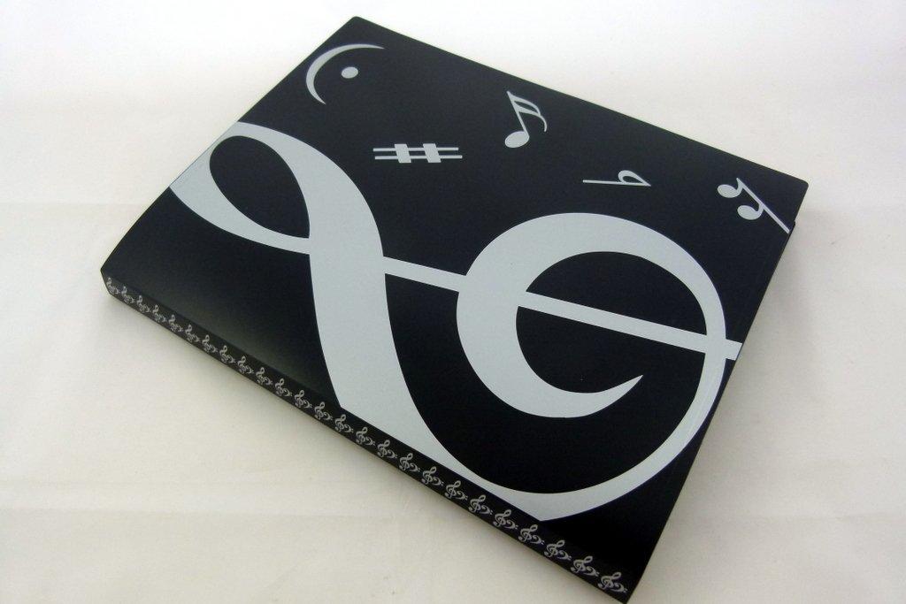 Musica a tema 20 tasche in plastica Cartella di visualizzazione Copertina Morbida - Copertina Black White Treble Clef design FunMusicOnline
