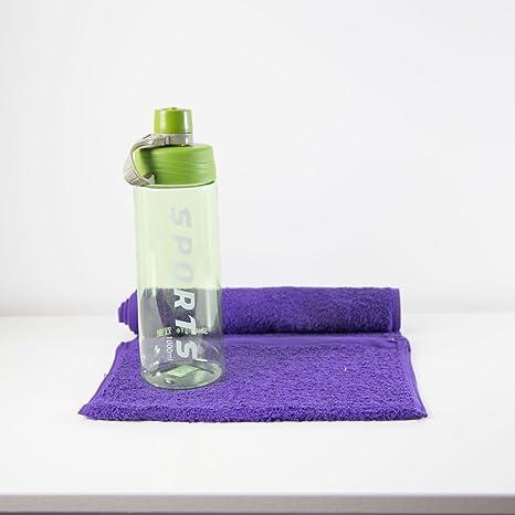 Botella de agua deportiva, color verde lima con toalla de gimnasio personalizada, morado