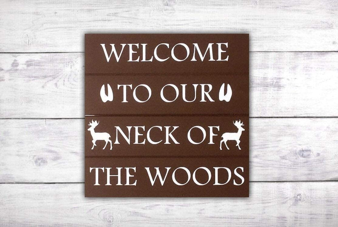43LenaJon Welcome to Our Neck of The Woods Door Sign Deer Antlers Front Door Decor,Rustic Wooden Hanging Sign,Farmhouse Welcome Label Signs