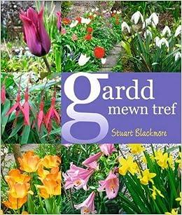 Book Gardd Mewn Tref/A Cottage Garden in Town