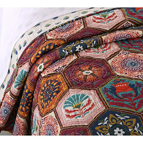 Boho Moroccan Quilt Set With Shams Geometric Pattern