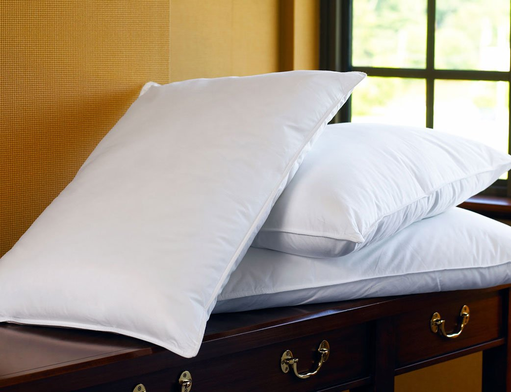 Sheraton Hotel Queen Down Alternative Pillow