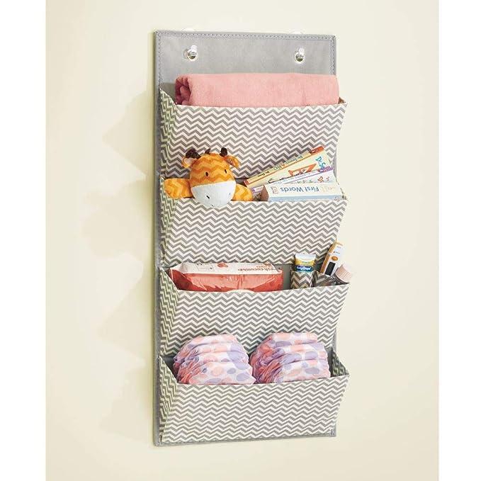 mDesign estanteria colgante para organizar la ropa de bebe - Organizador de ropa color gris oscuro/natural para colgar en su armario - Con 4 compartimentos: ...