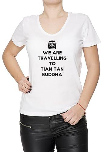 We Are Travelling To Tian Tan Buddha Mujer Camiseta V-Cuello Blanco Manga Corta Todos Los Tamaños Wo...