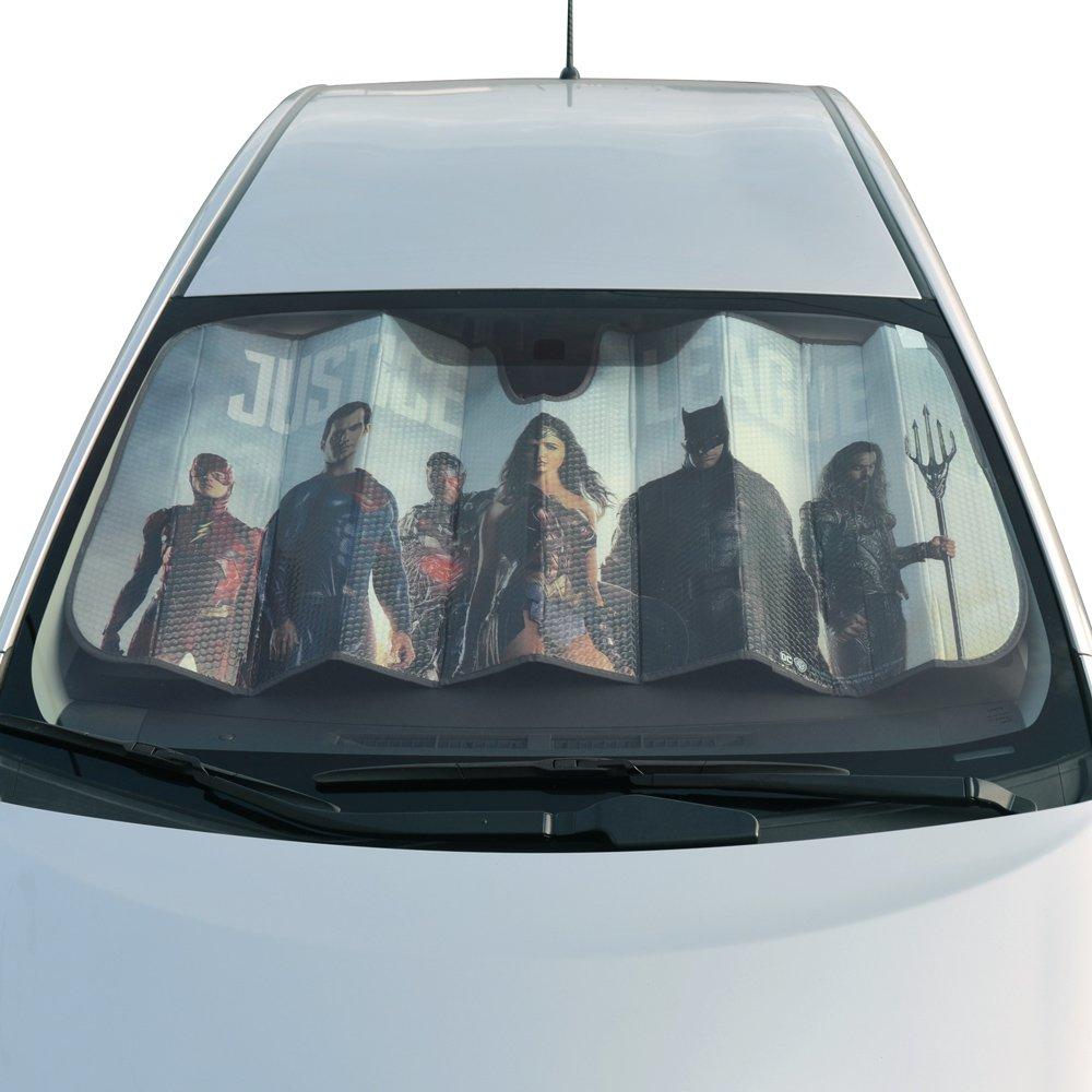 c5cab7d961f Amazon.com  Superhero Windshield Car Sun Shade (Batman)  Automotive