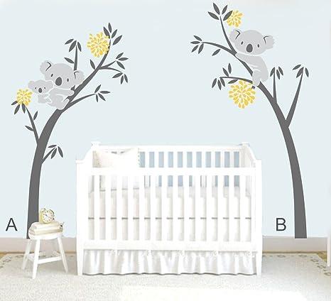 mafent dos koalas (madre y niños) en un árbol y otro sobre ...