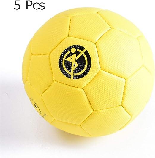 Los niños practican la pelota de fútbol PVC Niños Escuela primaria ...