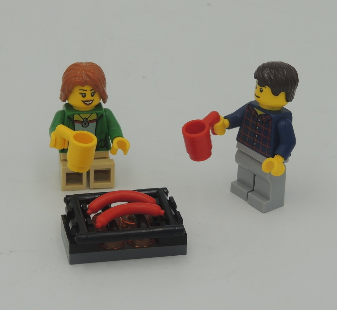 LEGO Part; Barbecue Picnic Couple with Hot Dogs Grill & Cups with 2 Minifigures