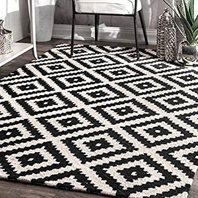 nuLOOM Kellee Contemporary Wool Area Rug, 5' x 8', Black - Made in India PREMIUM NATURAL FIBERS: This rug is crafted with sustainable 100% Wool, a fiber that perfects a coastal-cool look SLEEK LOOK: Doesn't obstruct doorways and brings elegance to any space - living-room-soft-furnishings, living-room, area-rugs - 61GwtCi7HDL. SS400  -